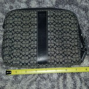 COACH BLACK SIGNSTURE MAKE UP BAG